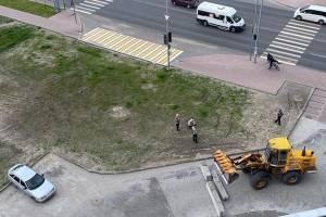 В Брянске въезд во двор многоэтажки на улице Советской перекрыли бетонными блоками