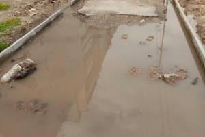 В Фокино улица Зверева после дождя превратилась в полосу препятствий