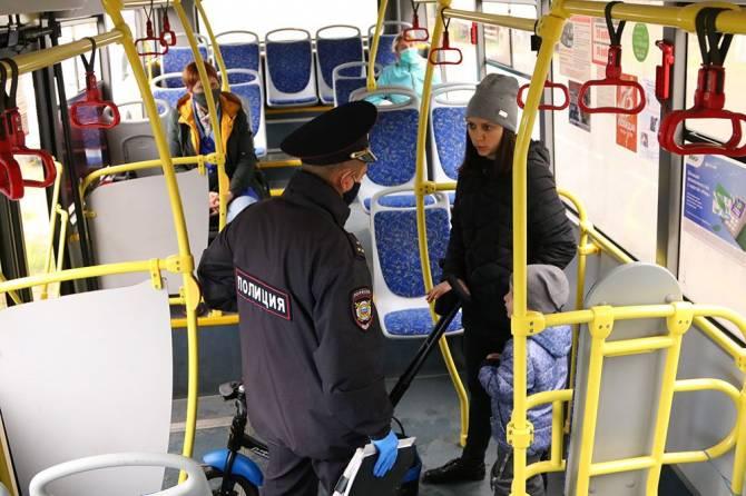 В Брянске в общественном транспорте поймали 60 безмасочников