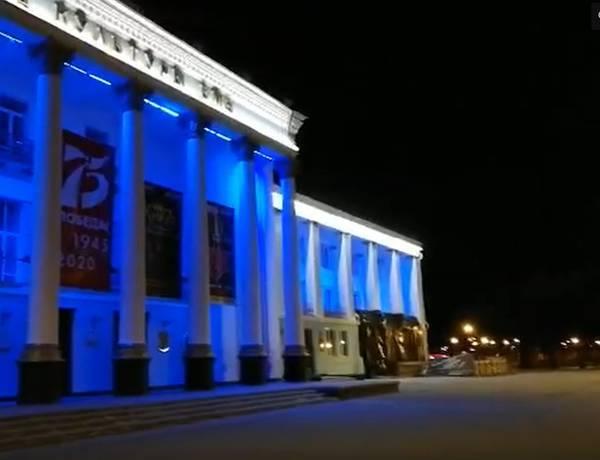 В Брянске ДК БМЗ присоединился к акции в поддержку аутистов