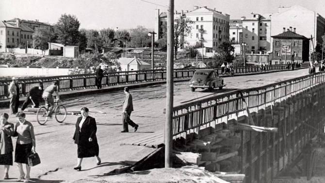 Брянцев попросили назвать запечатленный в 50-е годы уголок города