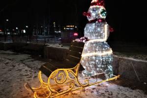 Брянцев на Курган Бессмертия встретил снеговик с санями