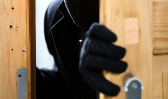 Брянец украл дверь и установил ее в квартире супруги