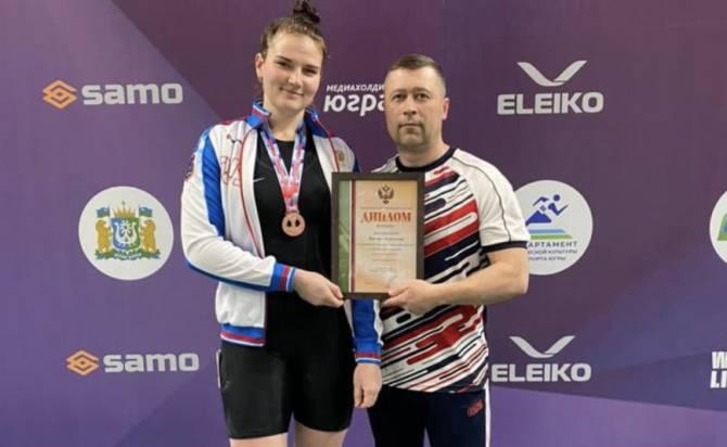 Брянская тяжелоатлетка завоевала бронзу на Чемпионате России