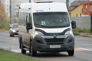 Брянцы вновь пожаловались на «замуровавшего» пассажиров водителя маршрутки №31