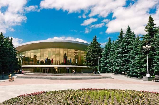 В Брянске возле цирка начали ремонтировать теплотрассу