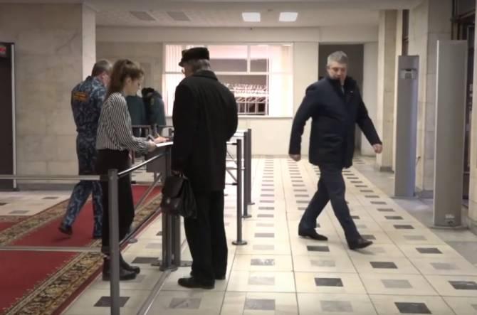 Брянских чиновников обязали проходить дезинфекцию перед входом в облправительство