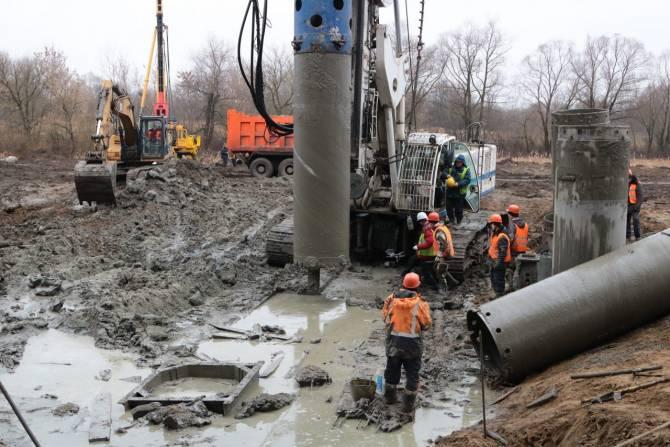 В Брянске на Литейном мосту забили 110 свай