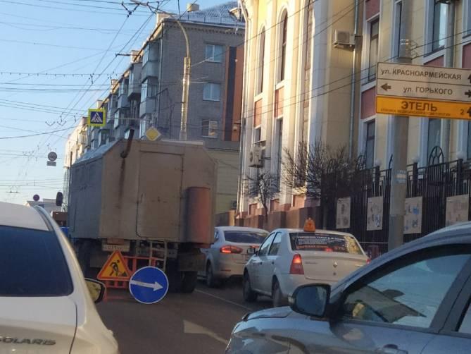 В Брянске из-за дорожников проспект Ленина встал в пробке