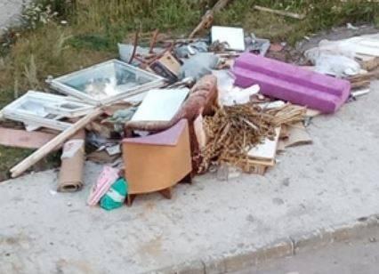 Брянцы устроили свалку во дворе дома на улице Литейной