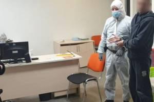Уголовник из Дятьково ради подарка женщине ограбил офис микрозаймов в Брянске