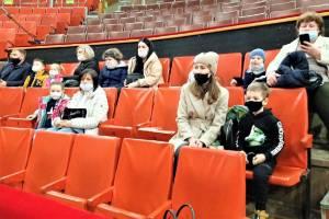 Брянские тяжелобольные дети и их родители побывали в цирке