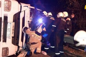В Карачеве перевернулся грузовик: есть пострадавший
