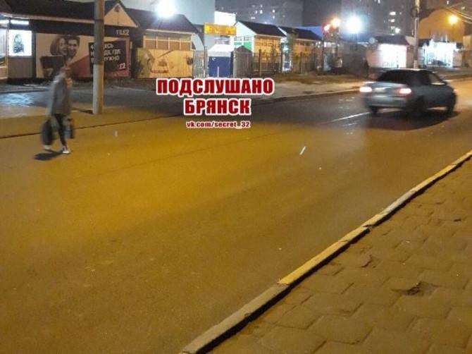 В Брянске пешеходы бросаются под колеса машин ради места в маршрутке
