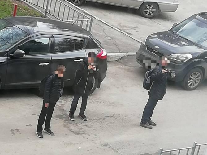 В Брянске дети разгромили подъезд и обматерили жильцов дома