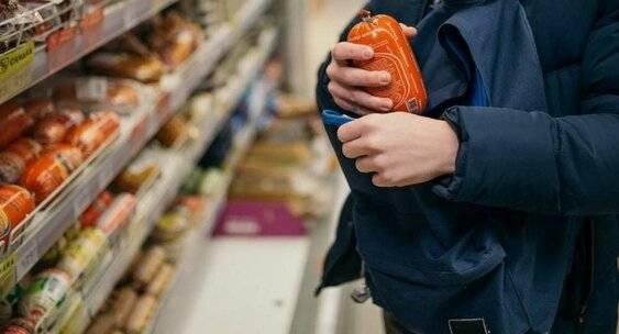В Брянске росгвардейцы задержали вора на выходе из супермаркета