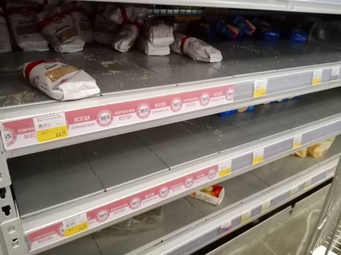 В Брянске из-за коронавируса продолжают пустеть полки магазинов