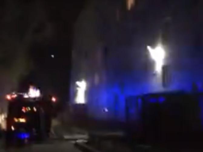 В Брянске в районе Дизельного завода горит квартира