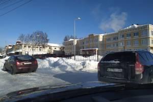 Власти Брянского района сэкономили на уборке снега возле поликлиники