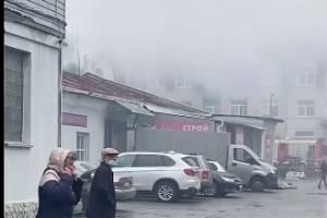 В Брянске загорелось здание на улице Советской