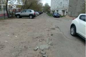 Брянцы собрались жаловаться президенту на разваливающийся тротуар у детсада