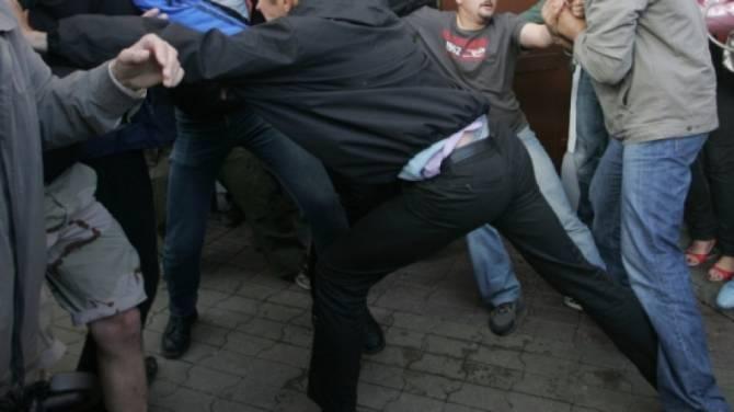 В Брянске возле кафе толпа избила мужчину до потери сознания