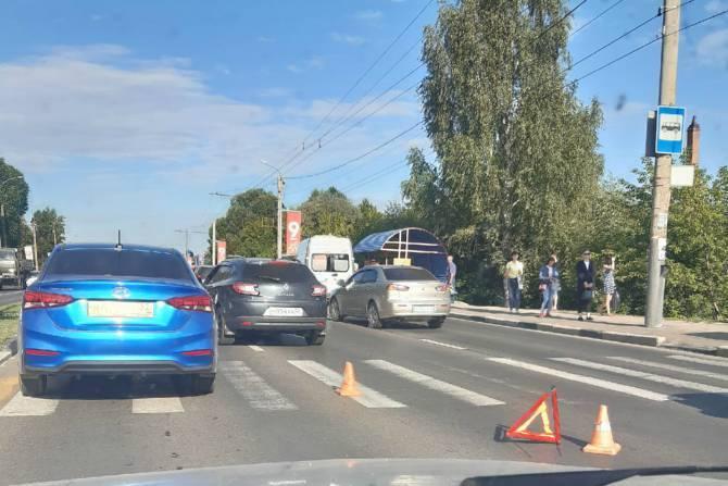 В Брянске из-за ДТП с ребёнком образовалась пробка