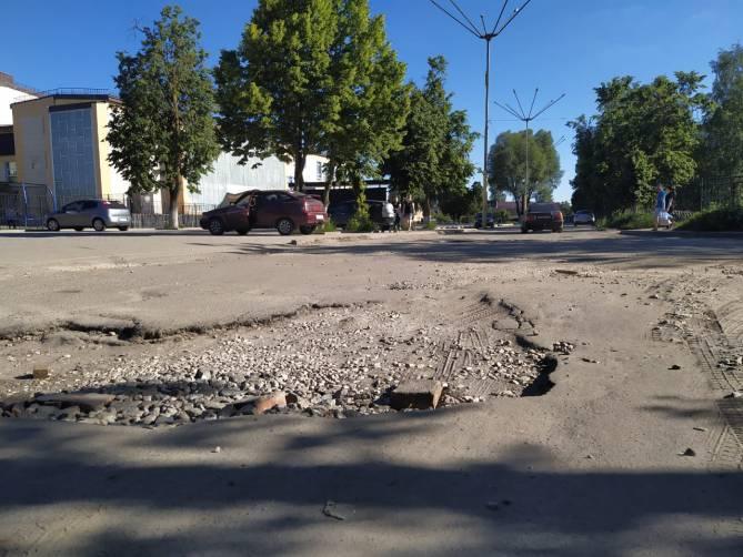 В Брянске опять развалилась дорога по Клинцовской около ДК Медведева