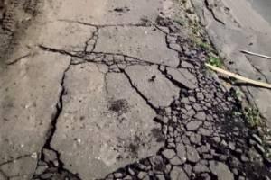 В поселке Климово разваливаются тротуары у больницы