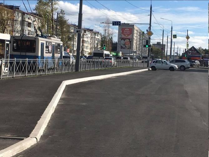 В Брянске владелец ТЦ «Куб» столкнул пешеходов к дороге