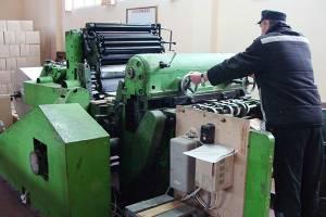 Бизнесмены заказали суражской колонии выпуск папок-скоросшивателей