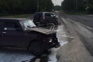 В Брянске на Крахмалева столкнулись две легковушки: ранен 36-летний водитель
