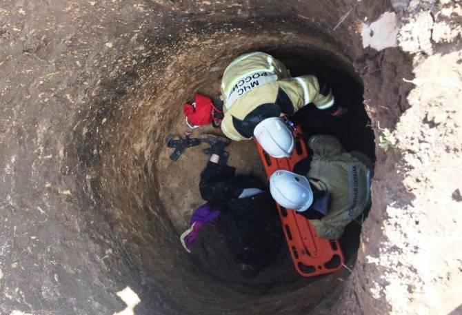 В Брасово мужчина провалился в четырёхметровую яму