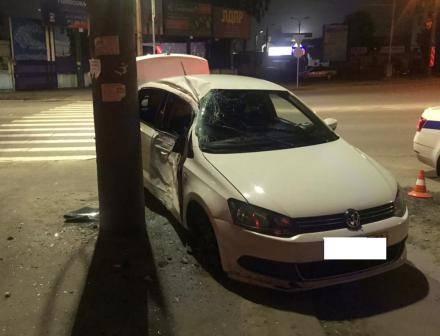В Брянске водитель иномарки протаранил столб и легковушку