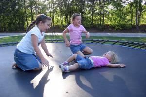 В Клинцах детям запретили скакать на батутах
