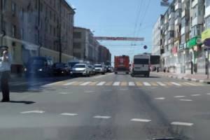 Одинокий полицейский пытается спасти Брянск от пробки