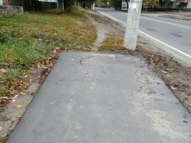 В Брянске на Ново-Советской пешеходов поставили к столбу