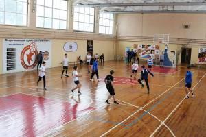 Брянские динамовцы сыграли в футбол с детьми из приемных семей