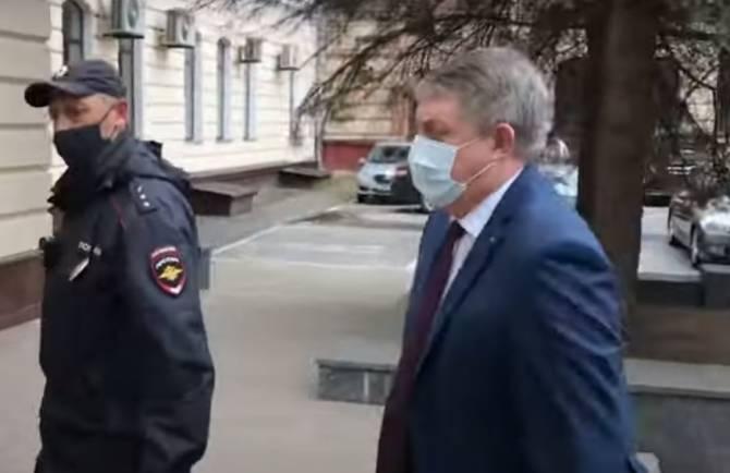 Перед заседанием Думы пытался Коломейцев поговорить с губернатором