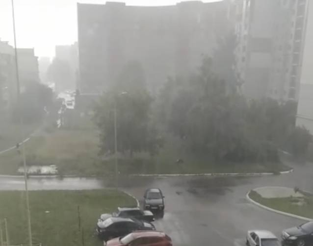 На Брянск вслед за ураганным ветром обрушился ливень