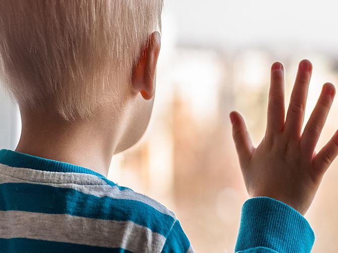 В Стародубе два брата и сестра ищут заботливых родителей