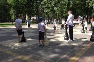 В Брянске юные спортсмены устроили шахматный косплей