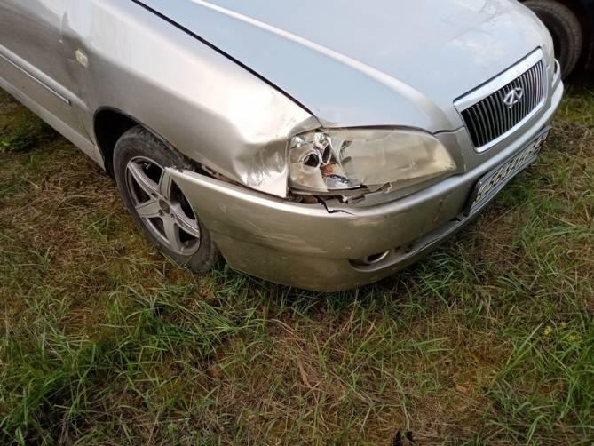 В Белых Берегах автохам разбил иномарку Chery и скрылся с места ДТП