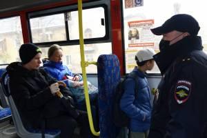 В Брянске ужесточат охоту на безмасочников в транспорте
