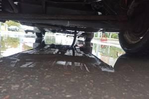 В Брянске автомобилист изуродовал колёса на убитой дороге