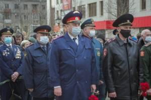 Главный брянский следователь возложил цветы к памятнику Гагарину
