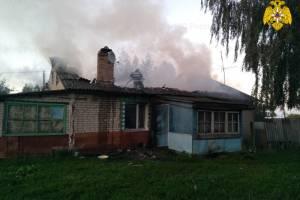Под Почепом сгорел двухквартирный частный дом