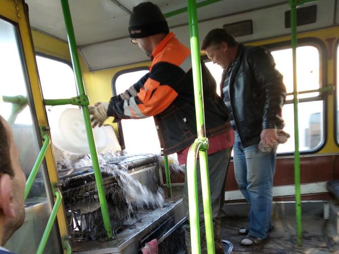 Под Брянском на ходу загорелся автобус №10