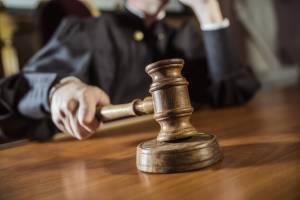 В Красной горе сирота через суд пытается выбить жилье у чиновников