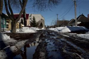 В Карачеве дорога на улице Свердлова ушла под воду